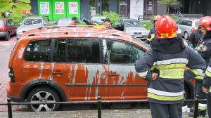 Oblał samochody nieznaną substancją. Policja zatrzymała 33-latka