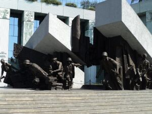"""""""Śpiew murów 44"""" na placu Krasińskich. """"Wstrząsające teksty"""""""