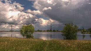 Prognoza pogody na dziś: przelotny deszcz i lokalne burze, do 25 stopni