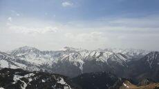 Ośnieżone górskie szczyty