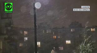 Nocne opady śniegu z silnym wiatrem w Chorzowie